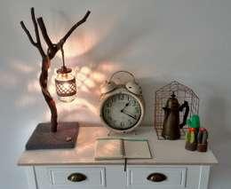 Potlampen met een twist: landelijke Woonkamer door WoodWoolDesign