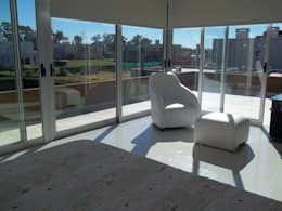 vista a la terraza desde dormitorio ppal: Dormitorios de estilo moderno por concepturbano