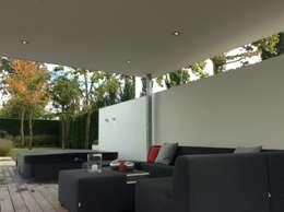 Luxe en comfort: moderne Tuin door Stoop Tuinen