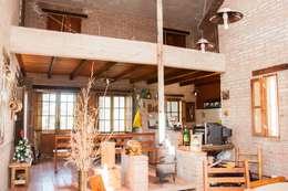Vivienda en Mayu Sumaj: Comedores de estilo rústico por Abitar arquitectura