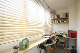 드레스룸과 서재가 있는 15평 신혼집: 홍예디자인의  서재 & 사무실