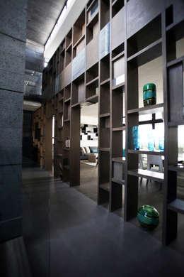 moderner Flur, Diele & Treppenhaus von WRKSHP arquitectura/urbanismo