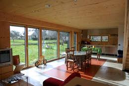 Maison Passive F. (intérieur): Salle à manger de style de style Moderne par GF ARCHITECTURE
