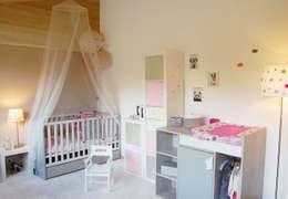 Dormitorios infantiles de estilo moderno por Pièces d'identité