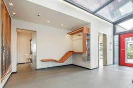 Projekty,  Korytarz, przedpokój zaprojektowane przez Lopez-Fotodesign