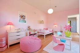 modern Nursery/kid's room by Lopez-Fotodesign