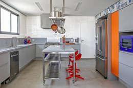 modern Kitchen by felipe torelli arquitetura e design