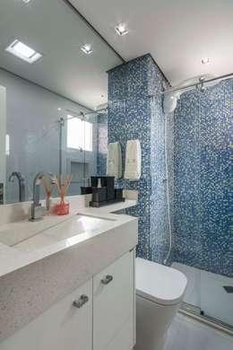 eclectic Bathroom by Lo. interiores