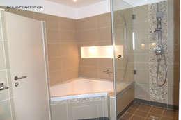 La salle de bain parentale: Locaux commerciaux & Magasins de style  par Desjoconception