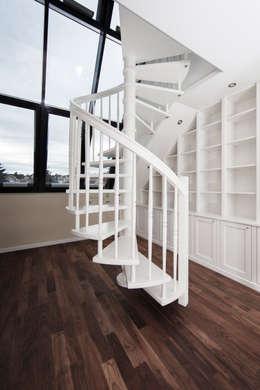Dachgeschosswohnung: klassische Arbeitszimmer von Cordier Innenarchitektur