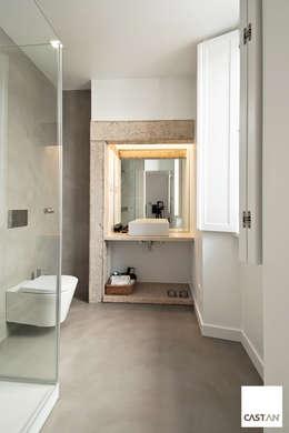 Baños de estilo moderno por Castan
