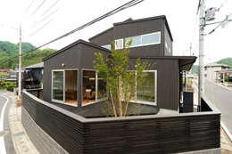 添い屋根の家 外観: フォーレストデザイン一級建築士事務所が手掛けたです。