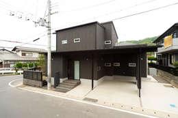 添い屋根の家 ゲートガレージ: フォーレストデザイン一級建築士事務所が手掛けたです。