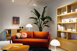 modern Living room by 株式会社高岡