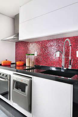 minimalistic Kitchen by Mario Catani - Arquitetura e Decoração