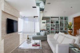 Salon de style de style Moderne par Paula Libanio Arquitetura Interiores
