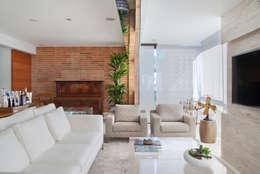 moderne Woonkamer door Paula Libanio Arquitetura Interiores