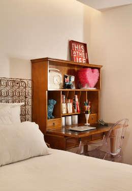 Recámaras de estilo ecléctico por Mariana Dornelles Design de Interiores