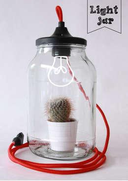 Light jar: moderne Woonkamer door The little factory
