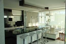 Cocinas de estilo minimalista por Arquitecto Juan Pablo Fernandes