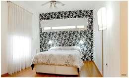 Dormitorios de estilo  por Silvana Valerio
