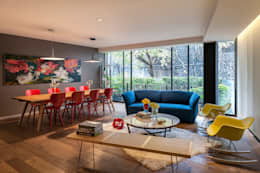 Salas de estar ecléticas por MAAD arquitectura y diseño