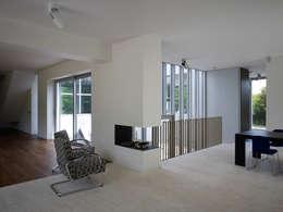 modern Living room by De Zwarte Hond
