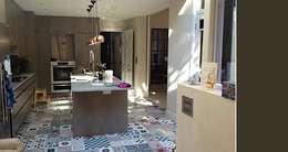 modern Kitchen by Pinar Miró S.L.