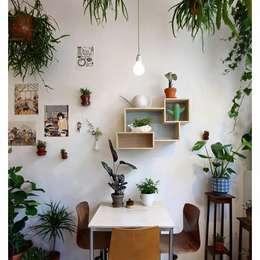 Sala da pranzo in stile in stile Moderno di Eurekaa