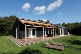 Vakantiewoning Cornelisse, Schiermonnikoog:  Terras door De Zwarte Hond