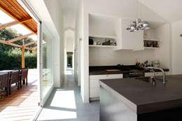 Vakantiewoning Cornelisse, Schiermonnikoog: scandinavische Keuken door De Zwarte Hond