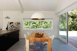 Vakantiewoning Cornelisse, Schiermonnikoog: scandinavische Eetkamer door De Zwarte Hond