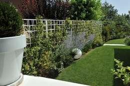 Jardines de estilo moderno por Giardini Giordani