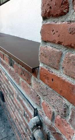Paredes y pisos de estilo industrial por NCe Architetto