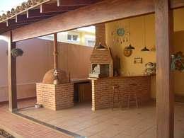 Terrazza in stile  di Terence Arquitetura