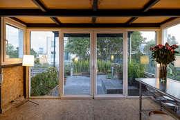 Salas / recibidores de estilo moderno por Windlock - soluciones sustentables