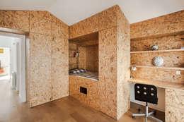 modern Nursery/kid's room by Floret Arquitectura
