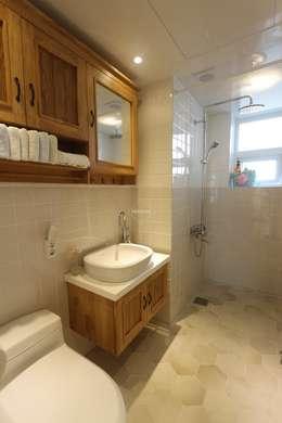 프로방스 느낌의 화이트톤 33평 인테리어: 홍예디자인의  화장실