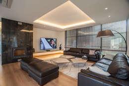 Salas de estar modernas por ZeroLimitsArchitects