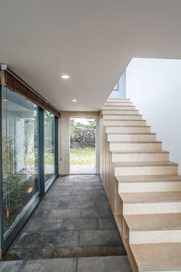 ZeroLimitsArchitectsが手掛けた廊下 & 玄関