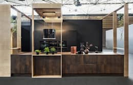 Sans équivalent, les nouvelles façades en céramique.: Cuisine de style de style Moderne par CUISINE ESSENTIEL