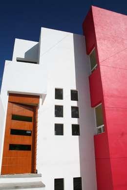 DETALLE DE ACCESSO: Casas de estilo minimalista por AD+d