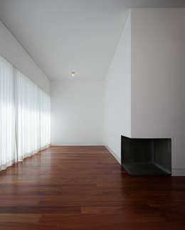 minimalistic Living room by BICA Arquitectos