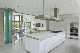 Casa AG: Cocinas de estilo moderno por oda - oficina de arquitectura