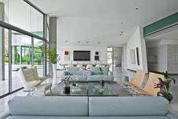 Salas de estilo moderno por oda - oficina de arquitectura