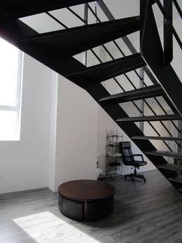 Salon: Salon de style de style Moderne par Paula Bianco