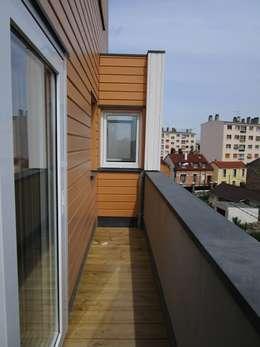 Balcon sur rue: Terrasse de style  par Paula Bianco
