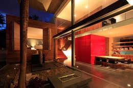 Casa Rinconada: Terrazas de estilo  por Echauri Morales Arquitectos