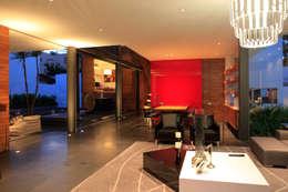 Casa Rinconada.: Recámaras de estilo minimalista por Echauri Morales Arquitectos
