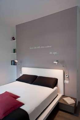 minimalistische Slaapkamer door architetto Lorella Casola